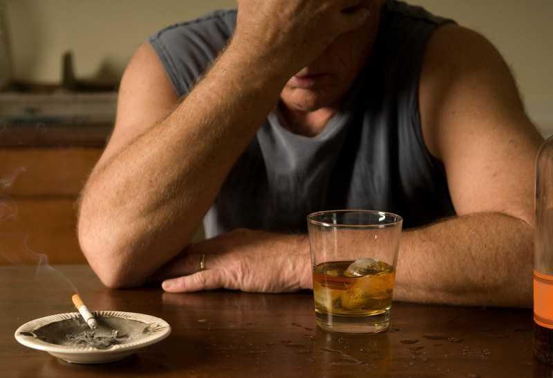 как признать алкоголика